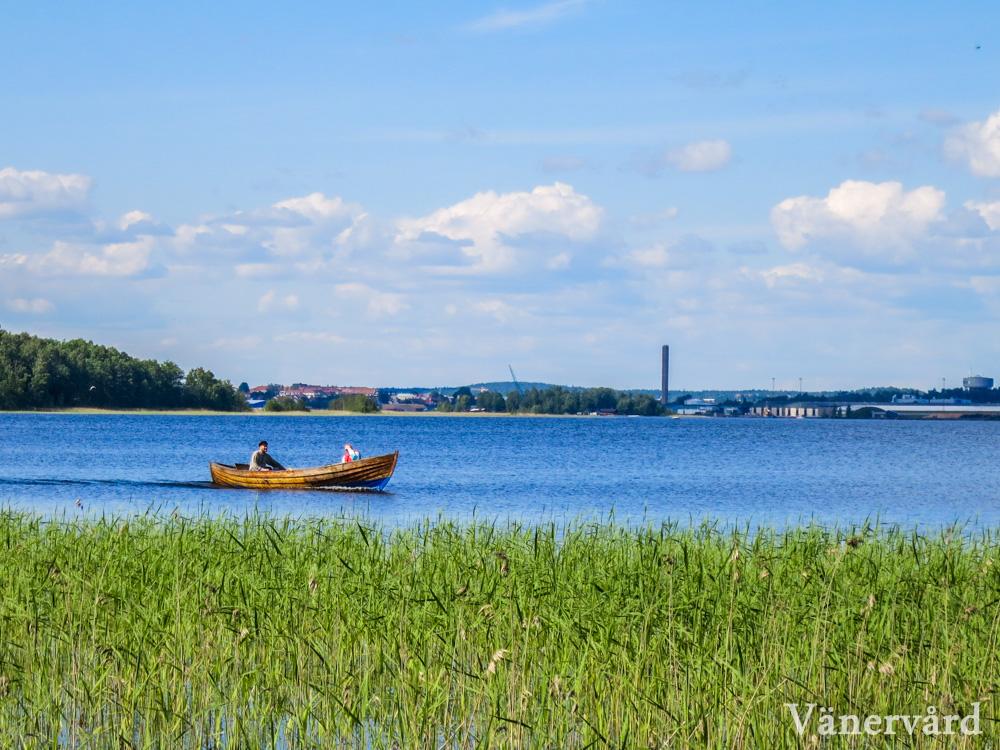 Hammarösjön med Karlstad i bakgrunden.