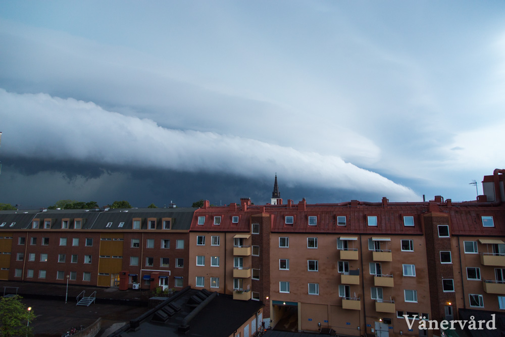 En mäktig åskcell rullar in mot Karlstad den 3.e augusti.