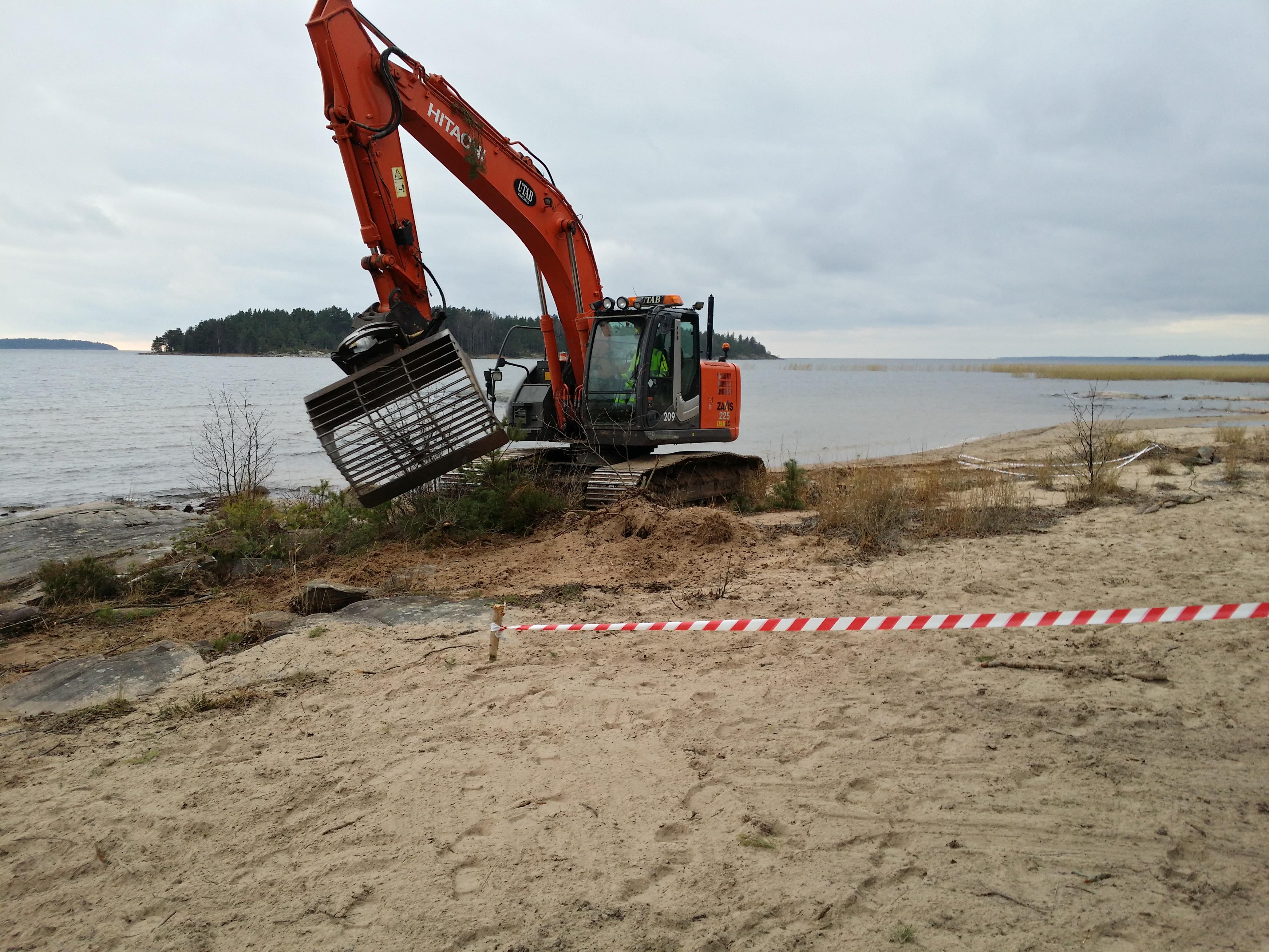 Restaurering av sandmiljöer vid Vänern för att gynna biologisk mångfald och rekreativa värden.