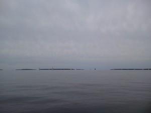 Mötte en regatta på Sööfjorn på hemvägen. Vackert väder med svaga vindar.