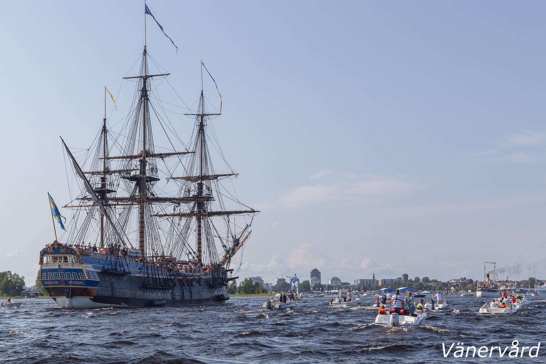 Hon rundar Gersholmsrevet och går in mot Karlstads yttre hamn.