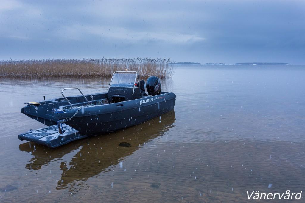 Min arbetsbåt, Pioner Multi III, testades hårt idag. Dagens första strandhugg var på Onsön.