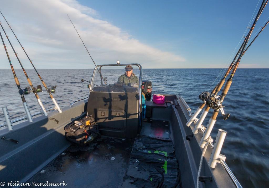 Här är jag ute och testar båten med all fiskeutrustning. Vackra fina vinterdagar med en värmande sol kan vara riktigt bra för fisket.