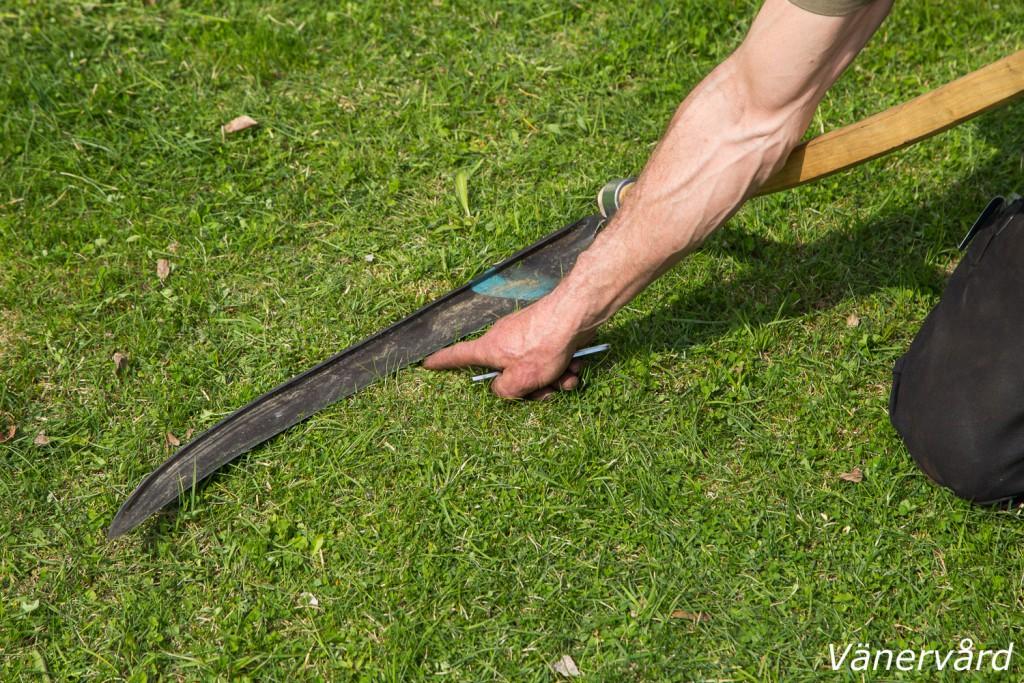 Jordläggning av lien är en viktig detalj för att kunna genomföra bra slåtter.