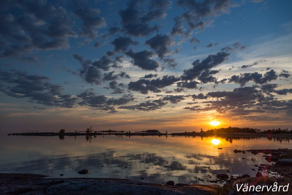 Vackra kvällar har det varit på Lurö denna vecka. Högsommarvärme och spegelblank sjö.