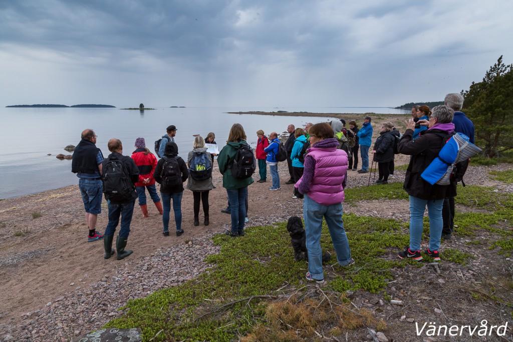 Naturguidning i Vänern, här på Arnöns sandstrand.
