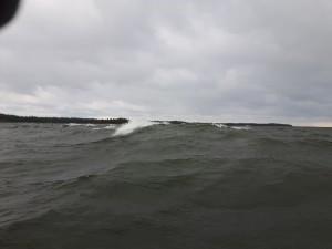 Nordlig vind och höga vågor.